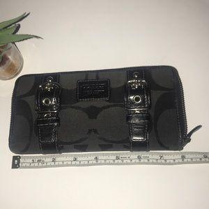 COACH ZOE signature C zippered wallet buckle